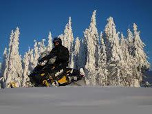 Découvrir le Canada autrement grâce à la motoneige
