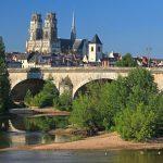Cathédrale Ste Croix à Orléans vue depuis les quais de la Loire