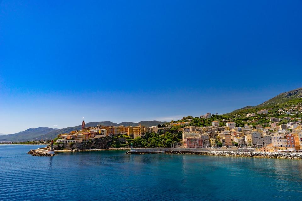 La Corse, trop populaire pour vos prochaines vacances ?