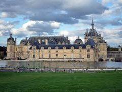 Les lieux iconiques pour voir des courses de chevaux en région parisienne